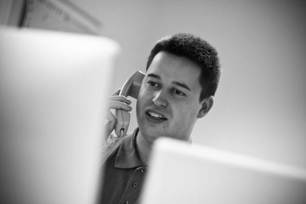 Kundeservice sidder klar til at hjælpe, hvis du får problemer med dit billetsystem. Ring på 7020 4720.