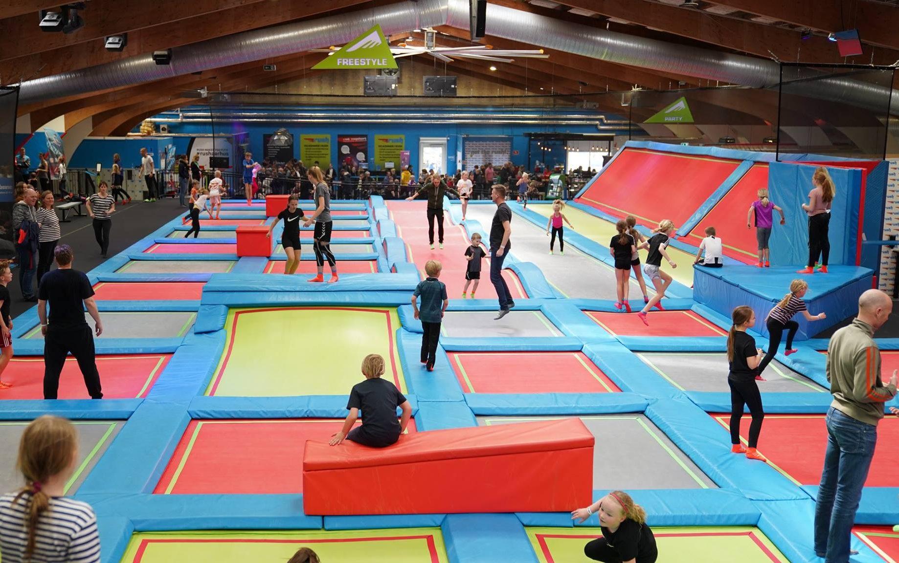 Børn skal også have mulighed for at have det sjovt igennem Djurslands Bank, og derfor holder de også arrangementer, der er henvendt til børnfamilier, gennem Safeticket